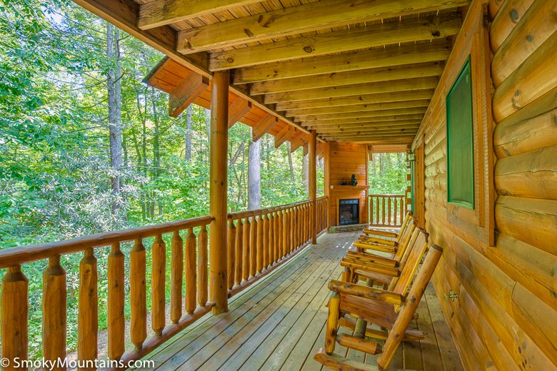 peyton 39 s hideaway 3 br log cabin in downtown gatlinburg