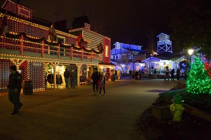 Dollywood Christmas Lights - SmokyMountains.com