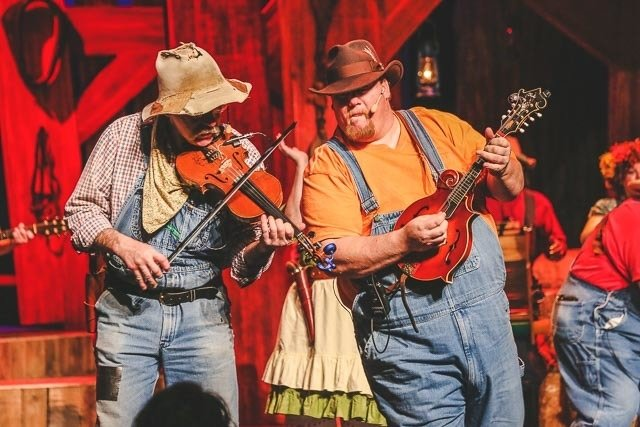 Hatfield-McCoy-Dinner-Theater-Pigeon-Forge