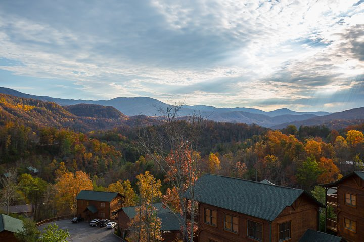 Million dollar view 2br gatlinburg falls cabin for Privately owned cabins in the smoky mountains