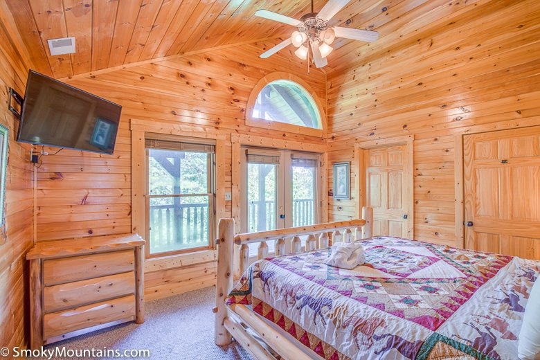 Incredible hemlock inn gatlinburg lodge sleeps 38 for 8 bedroom cabins in gatlinburg