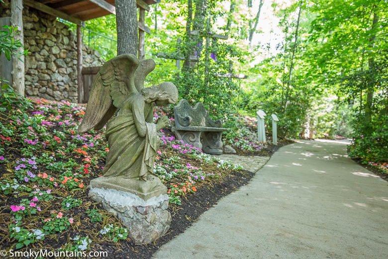 Parrot Mountain Statue