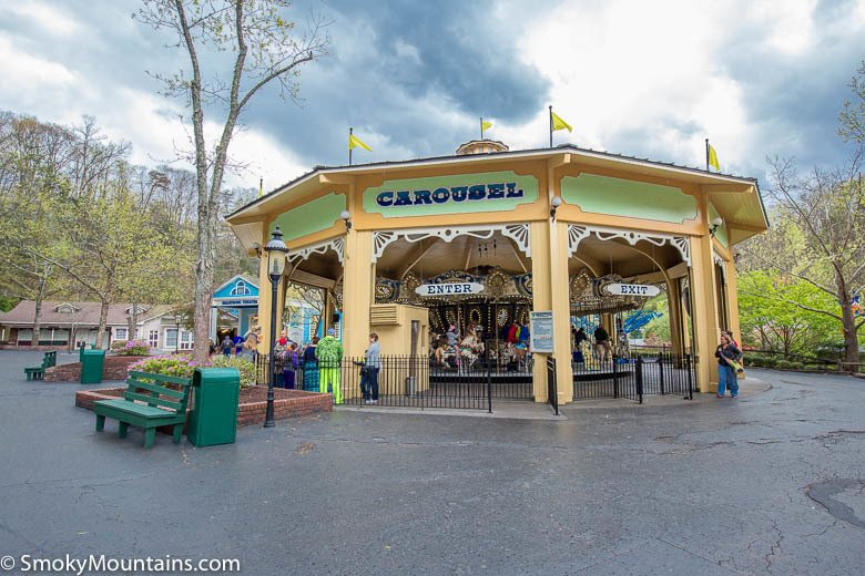 IMAGE(https://smokymountains.com/wp-content/uploads/2016/08/Dollywood-Carousel-Sevierville-3.jpg)