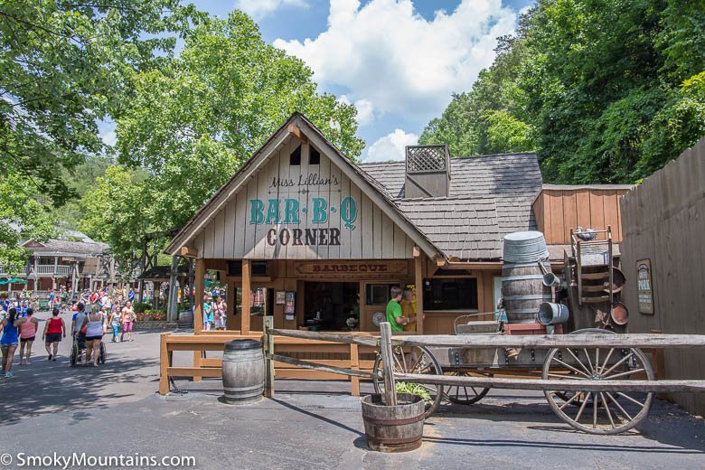 Dollywood-Miss-Lilians-BBQ-Corner-PigeonForge-Attraction-3