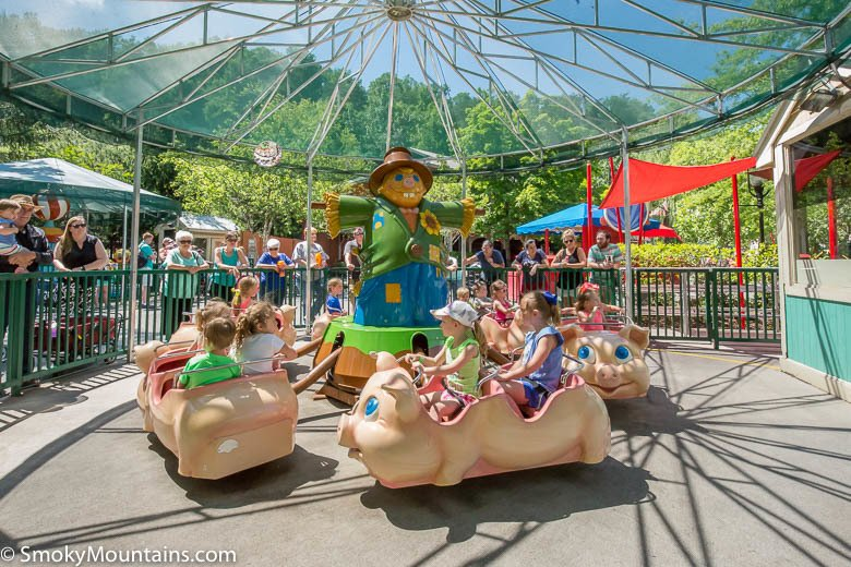 Dollywood Rides - Piggy Parade - Original Photo