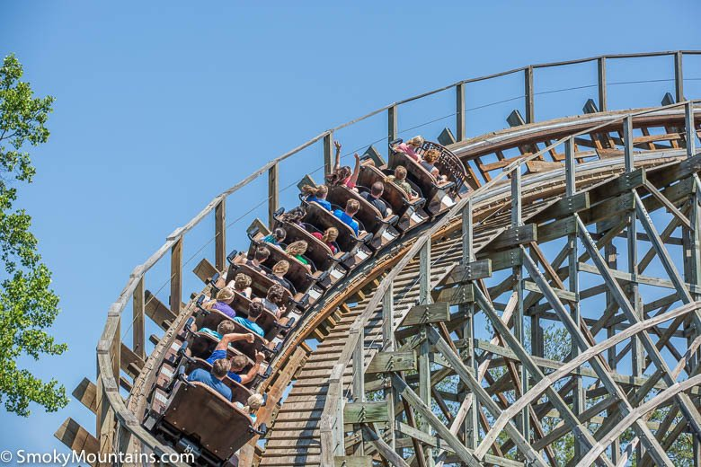 7 Tips to Enjoy Roller Coasters Without Motion Sickness