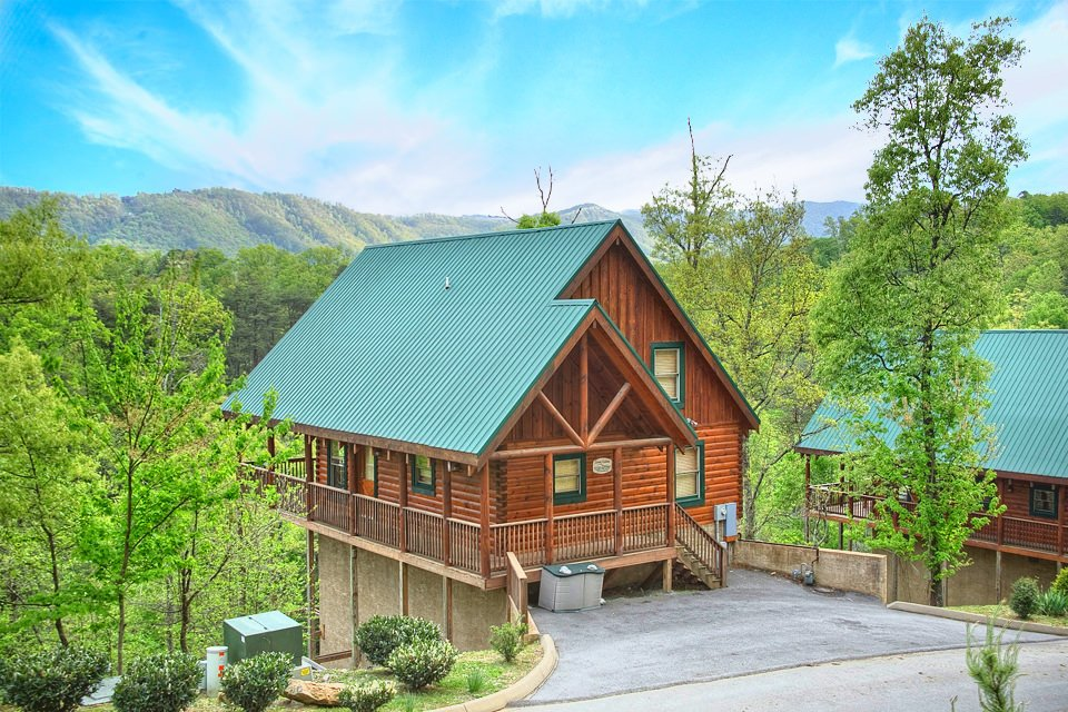 10 cheap cabins in pigeon forge for Large cabin rentals in tennessee