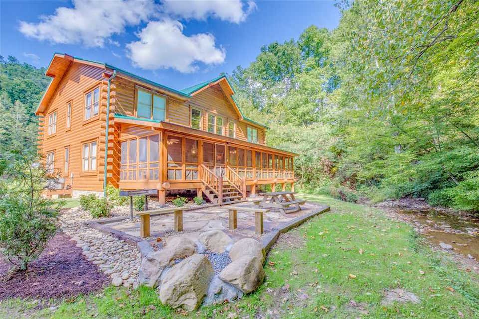 Cheap Cabins in Pigeon Forge for Large Groups