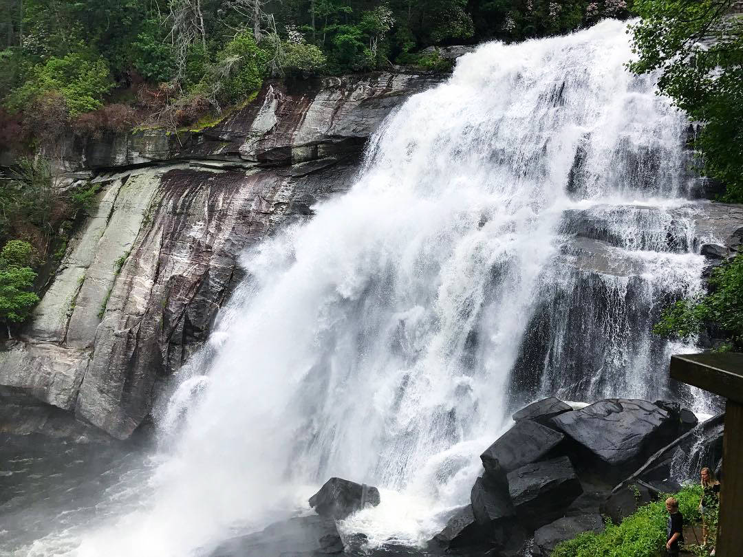 Water flowing at Rainbow Falls