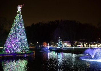 """2019 Dollywood Christmas: """"Christmas Traditions Begin Here"""""""