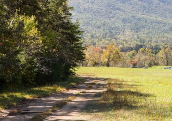 12 Fascinating Historical Stops Along the Cades Cove Loop