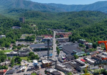 What is Gatlinburg TN Known For? The History of This Smoky Mountain Town