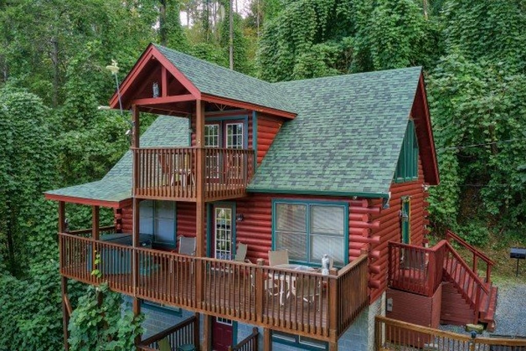 Deluxe Cabin Surrounded by Trees