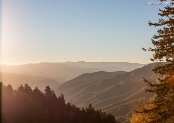 Auto Touring the Great Smokies: A Guide to One-Day Drives in Great Smoky Mountains National Park