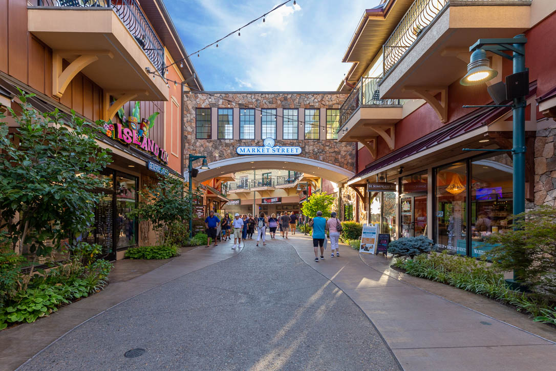 The Top Holiday Shopping Destinations in the Smoky Mountains