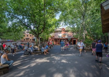 Local Expert Guide to the Best Souvenirs at Dollywood