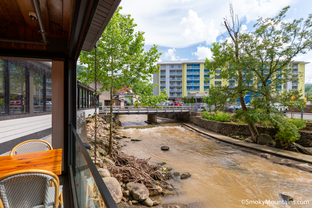 Gatlinburg Restaurants - Chesapeake's Seafood and Raw Bar - Original Photo