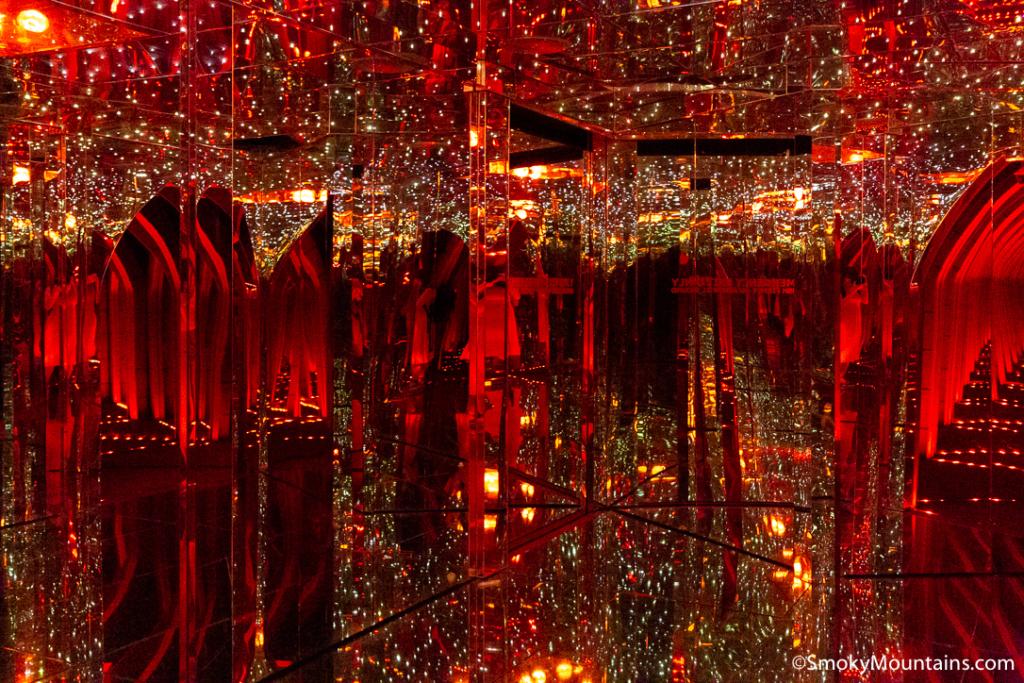 Gatlinburg Things To Do - Ripley's Mirror Maze - Original Photo