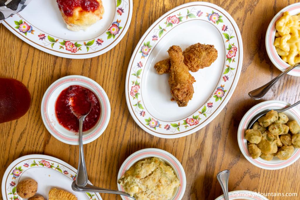 Pigeon Forge Restaurants - Mama's Farmhouse - Original Photo