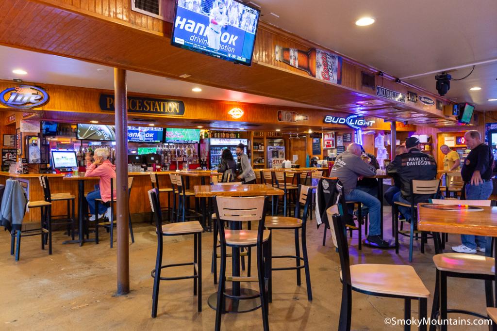 Gatlinburg Restaurants - Puckers Sports Grill - Original Photo