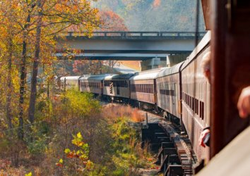 5 Reasons to Explore the Smoky Mountains by Train