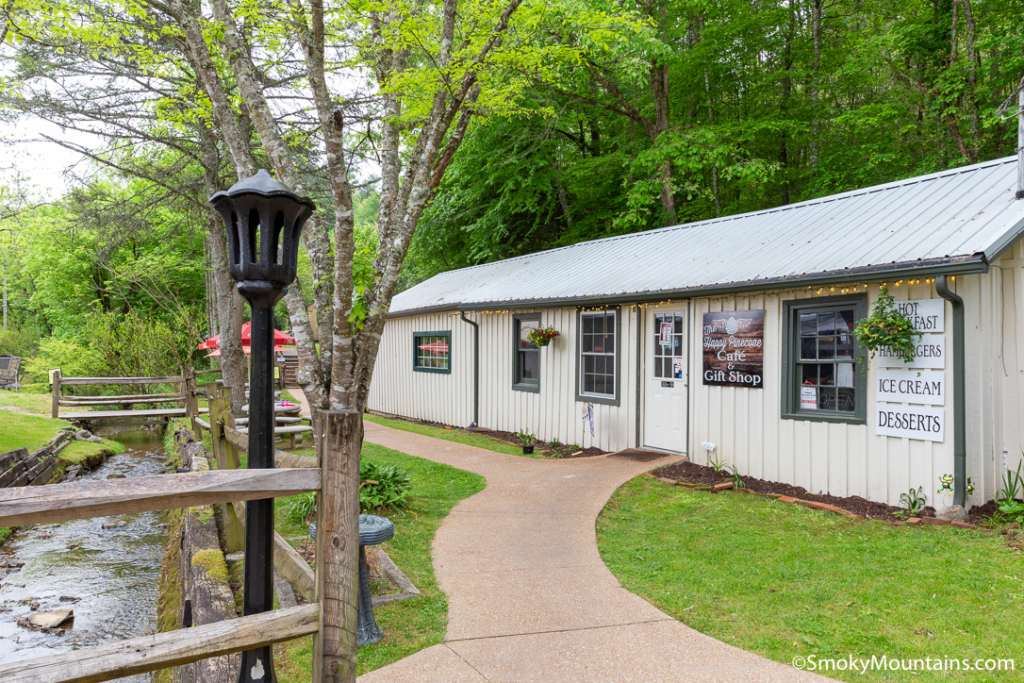 Gatlinburg Restaurants - Happy Pinecone Cafe - Original Photo